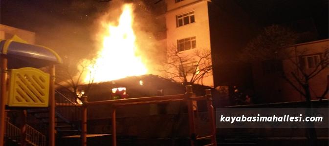 Başakşehir Kayabaşı Mahallesi'nde korkutan yangın!