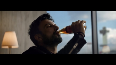 Tarkan reklam Kıpır Kıpır Bi' Coca-Cola - Kola reklamı izle (Kaç yaşında instagram nereli)