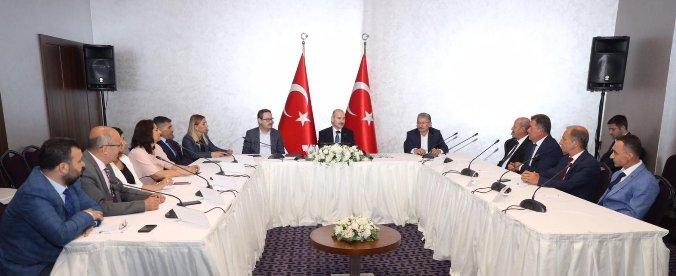 Bakan Soylu, Başakşehir'de muhtarlarla buluştu