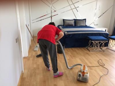 Temizlikçi Bayan Gündelikçi Kadın Ev Villa Temizliği İstanbul'da En İyi Temizlik Şirketi