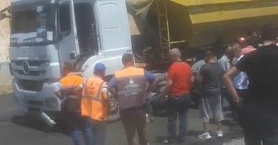 Başakşehir Kayabaşı'nda kamyonunun altında kalan çocuk, hayatını kaybetti