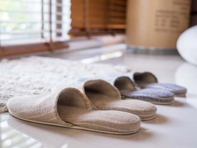 Koronavirüse Karşı Ayakkabı ve Terlik Temizliği