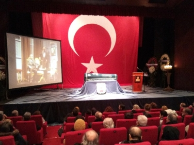 Seksenler'in Şimbil Bakkalı Mehmet ve Kiralık Aşk'ın Ayakkabı ustası Sadri Ayberk Atilla'ya vefa: Barış Arduç ve Elçin Sangu cenaze töreninde Eşi Gül Atilla Biyografi