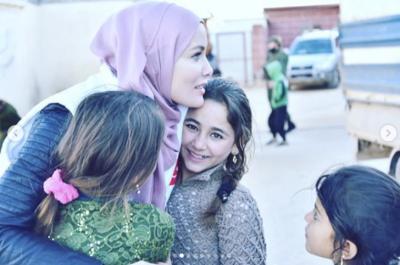 Yerli Angelina Jolie Gamze Özçelik İdlip'te